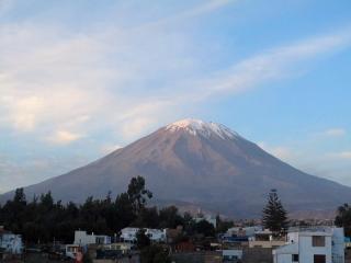 Pérou - Arequipa : volcan Misti depuis le toit de notre hostel