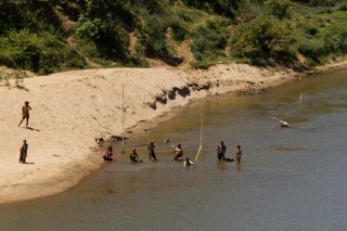 Madagascar - train Manakara : rivière