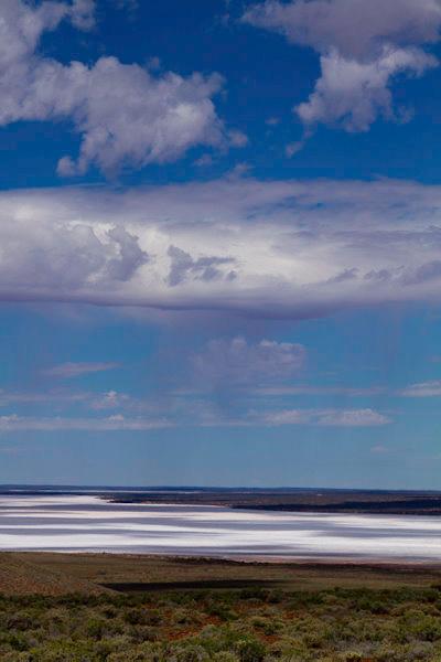 Australie : lac salé sur la route