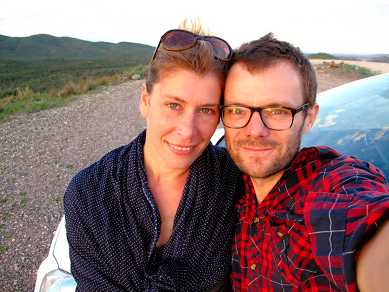 Australie - Flinders Ranges : nous au sunset adossés à Titine !