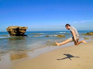 Australie : Benjamin fait la nounouille sur une plage de la Great Ocean Road