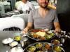 Inde - Mumbaï : Benjamin est heureux dans un All-you-can-eat végétarien
