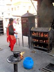 Népal - Swayambhunath : scène de temple