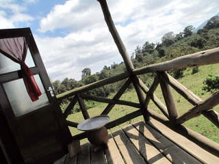 Ngorongoro : la terrasse de notre chambre au Rhino lodge