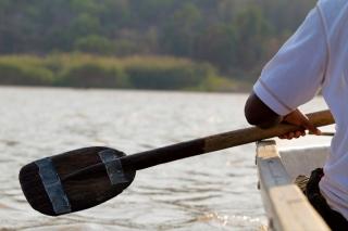 Madagascar - descente de la rivière Tsiribihina : sur la pirogue